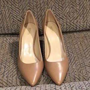 DR6) Women's Brand New Michael Kors Shoes